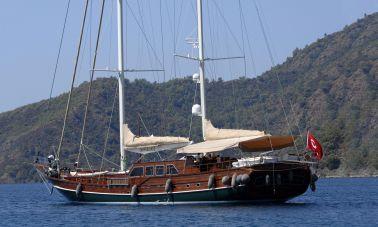 Carpe Diem 5 charter yacht master