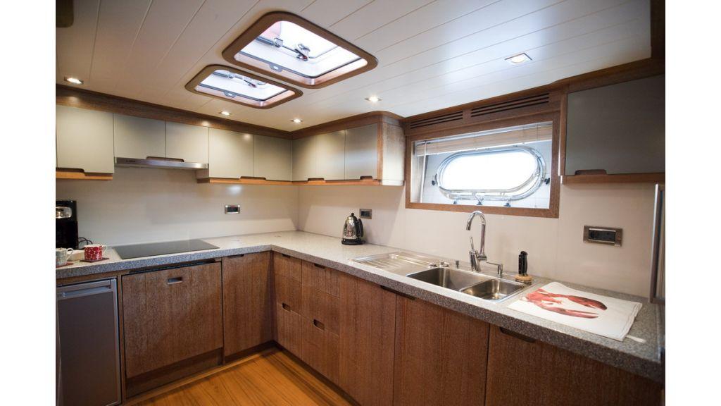 Ghost 78 motoryacht (1)