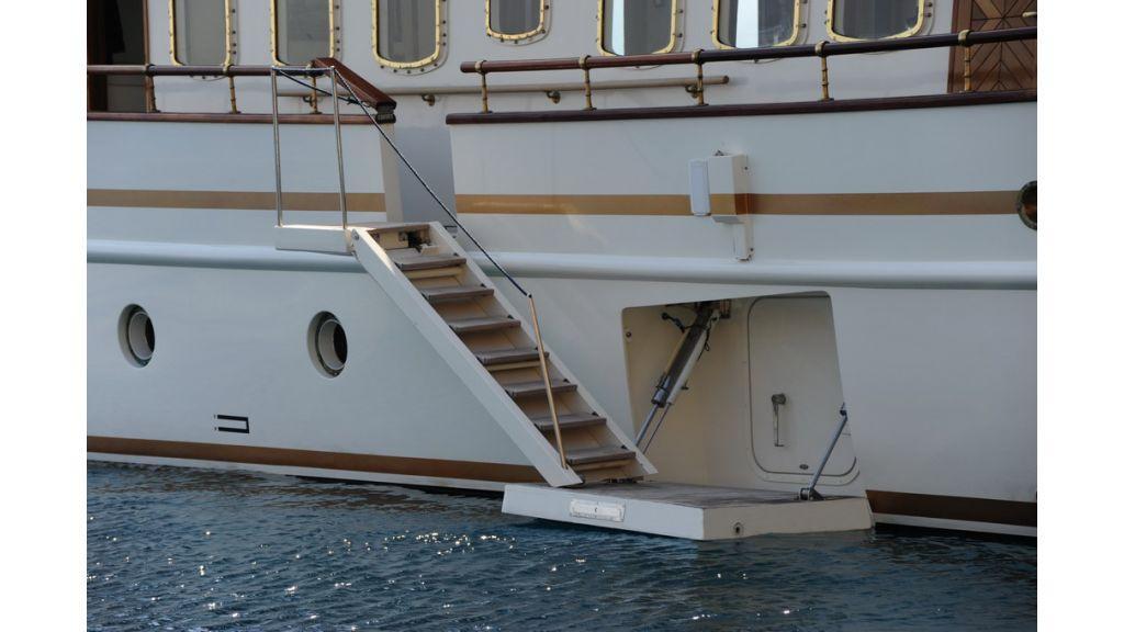 5096_classic motoryacht(38)