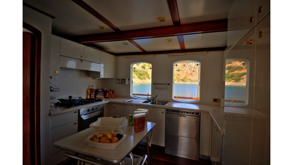5096_classic motoryacht(49)