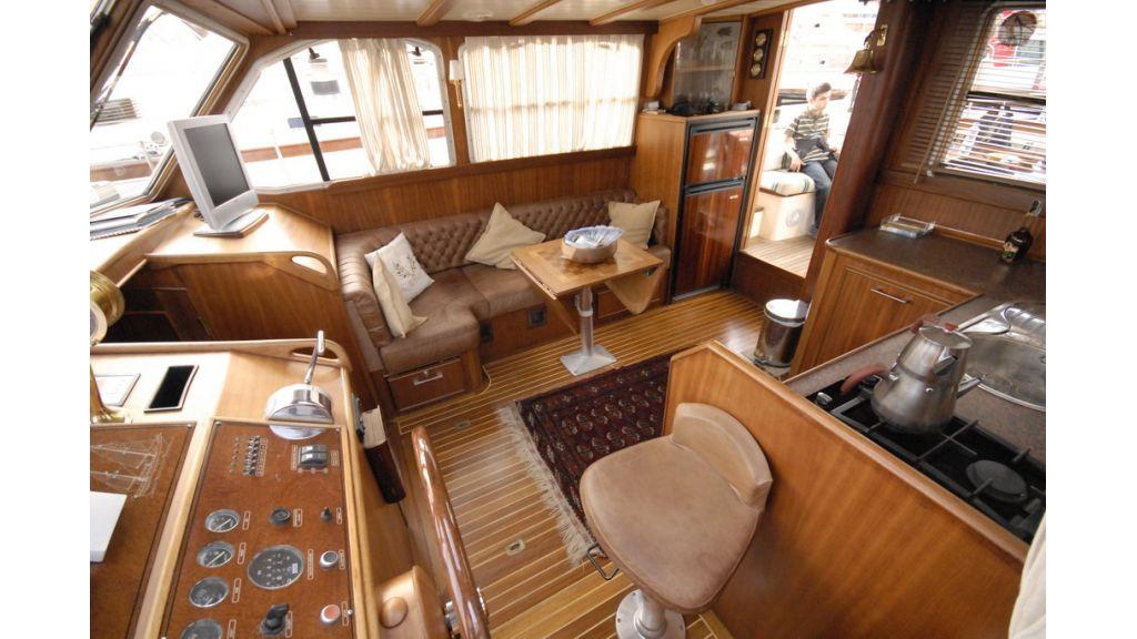 Small sailing yacht (11)
