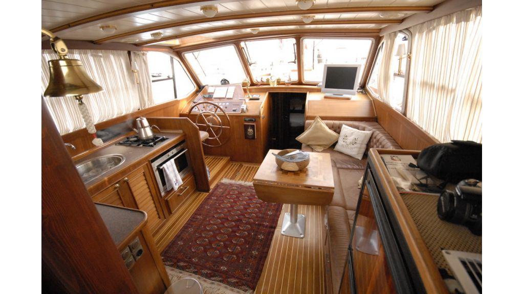 Small sailing yacht (12)