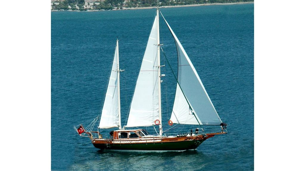 Small sailing yacht (1)