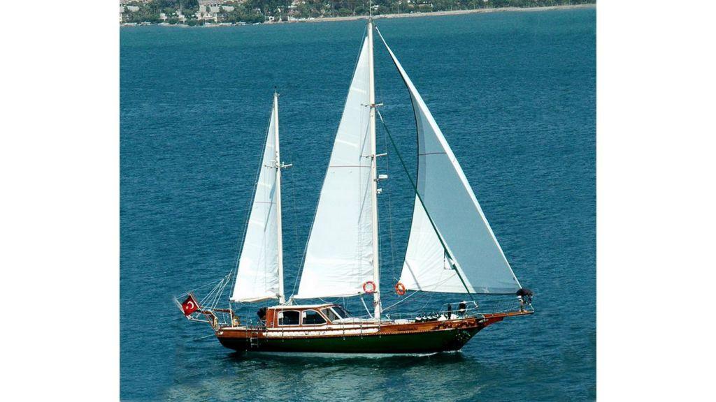 Small sailing yacht (1)