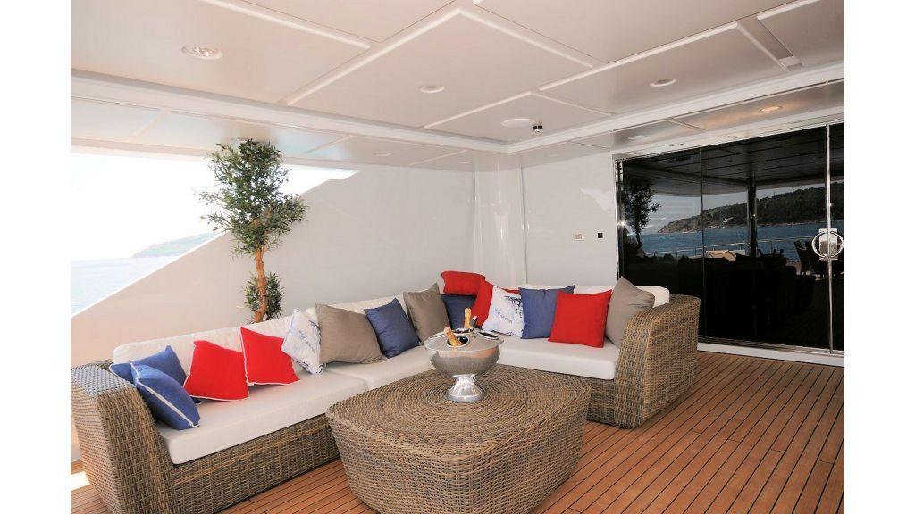 exclusive-motoryacht-for-sale-13