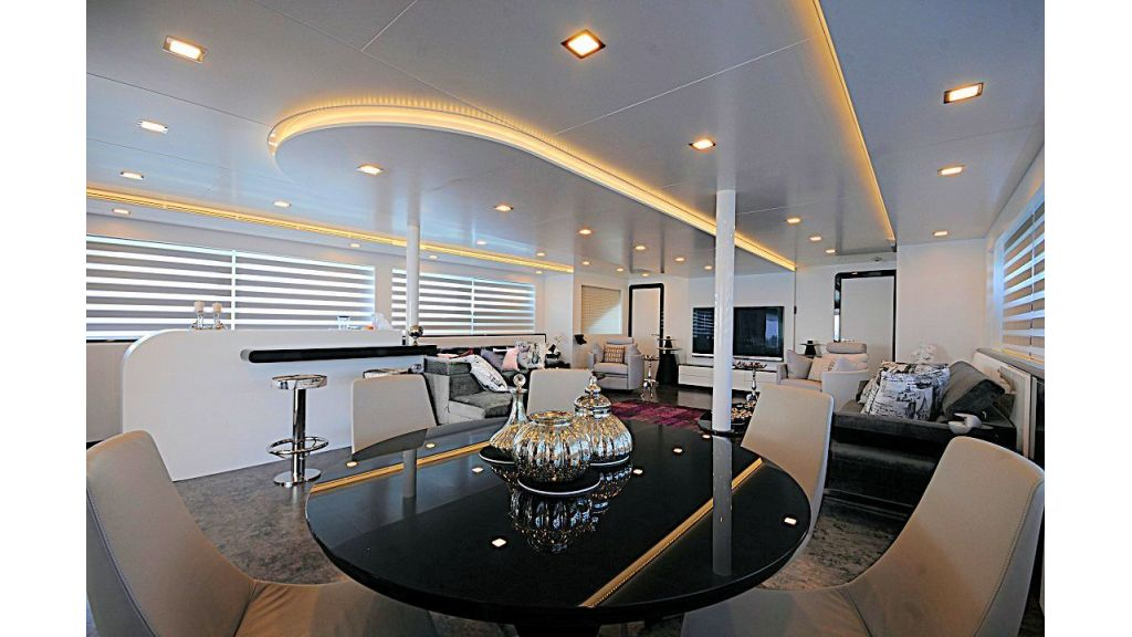 exclusive-motoryacht-for-sale-23