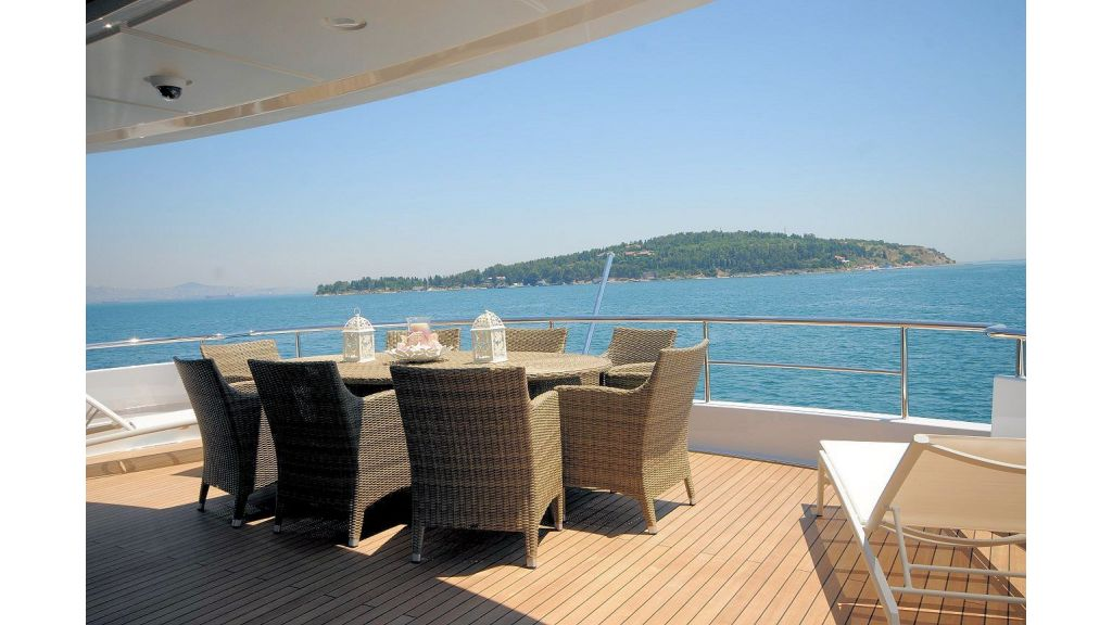 exclusive-motoryacht-for-sale-8