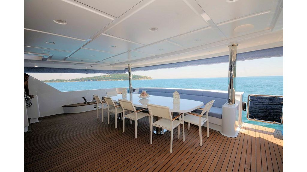 exclusive-motoryacht-for-sale-9