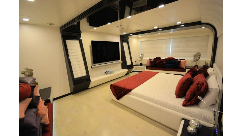 exclusive-motoryacht-for-sale-interior-11