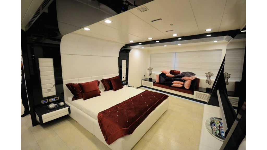 exclusive-motoryacht-for-sale-interior-13
