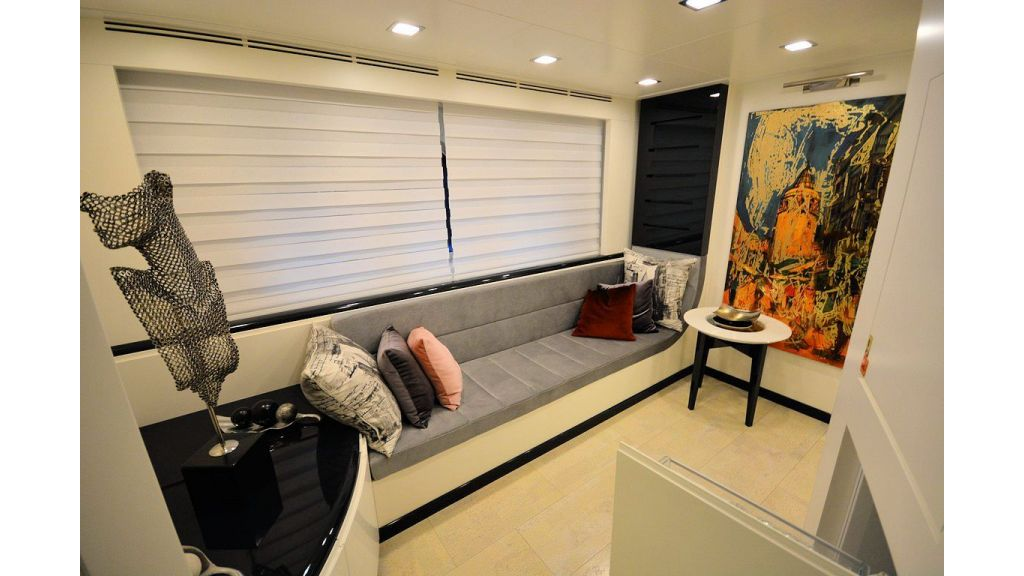 exclusive-motoryacht-for-sale-interior-15