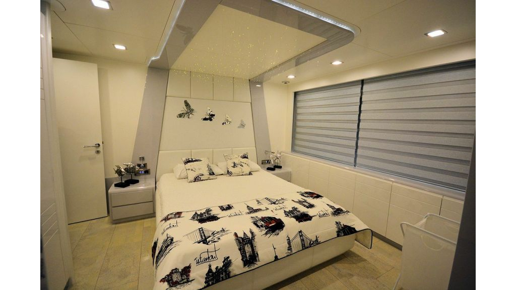 exclusive-motoryacht-for-sale-interior-20