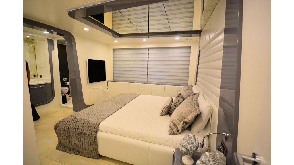 exclusive-motoryacht-for-sale-interior-26