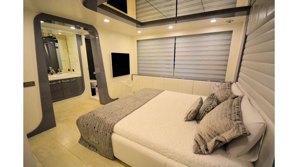 exclusive-motoryacht-for-sale-interior-27