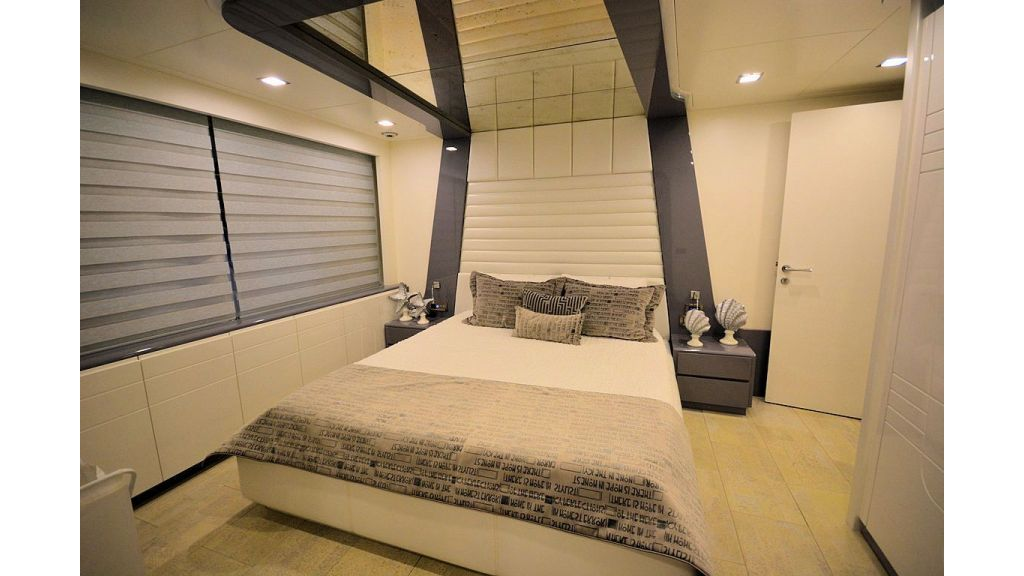 exclusive-motoryacht-for-sale-interior-28