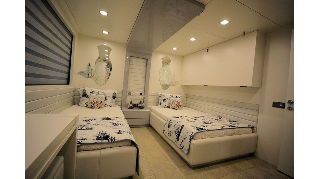 exclusive-motoryacht-for-sale-interior-34