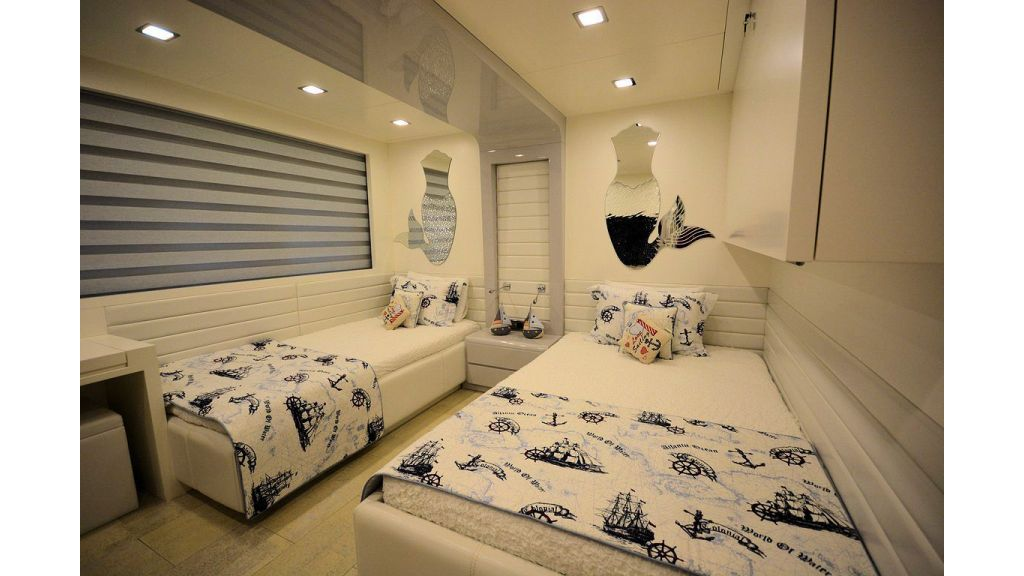 exclusive-motoryacht-for-sale-interior-37