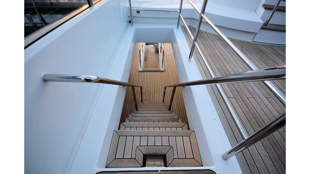exclusive-motoryacht-for-sale-interior-69