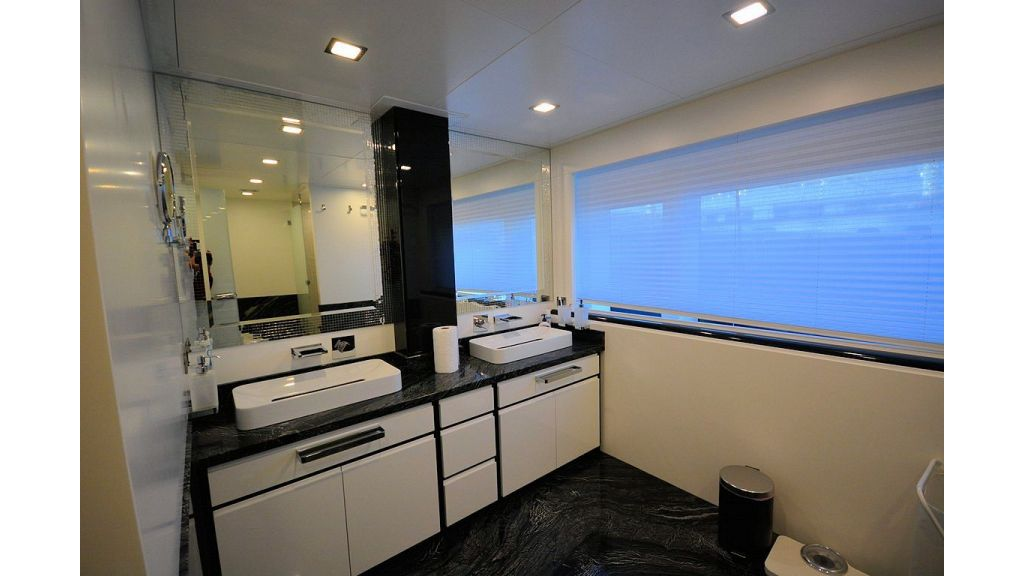 exclusive-motoryacht-for-sale-interior-8
