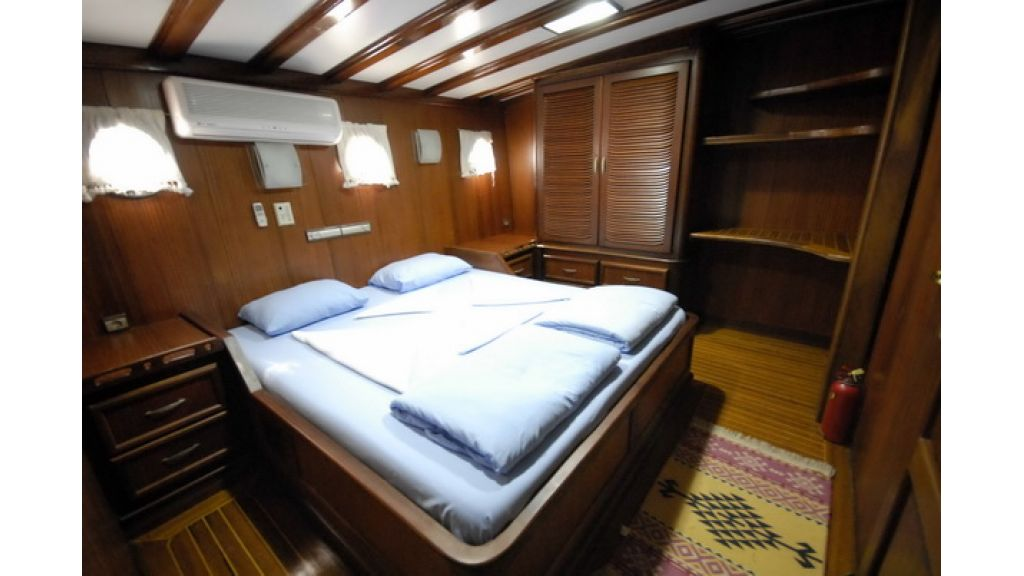 8_Cabins_charter_gulet_for_sale (1)