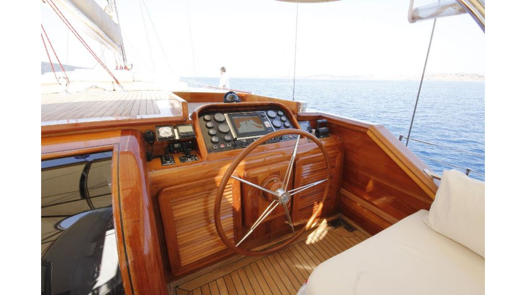 2012 Built Motor sailing yacht (10)
