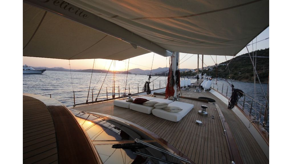 2012 Built Motor sailing yacht (2)