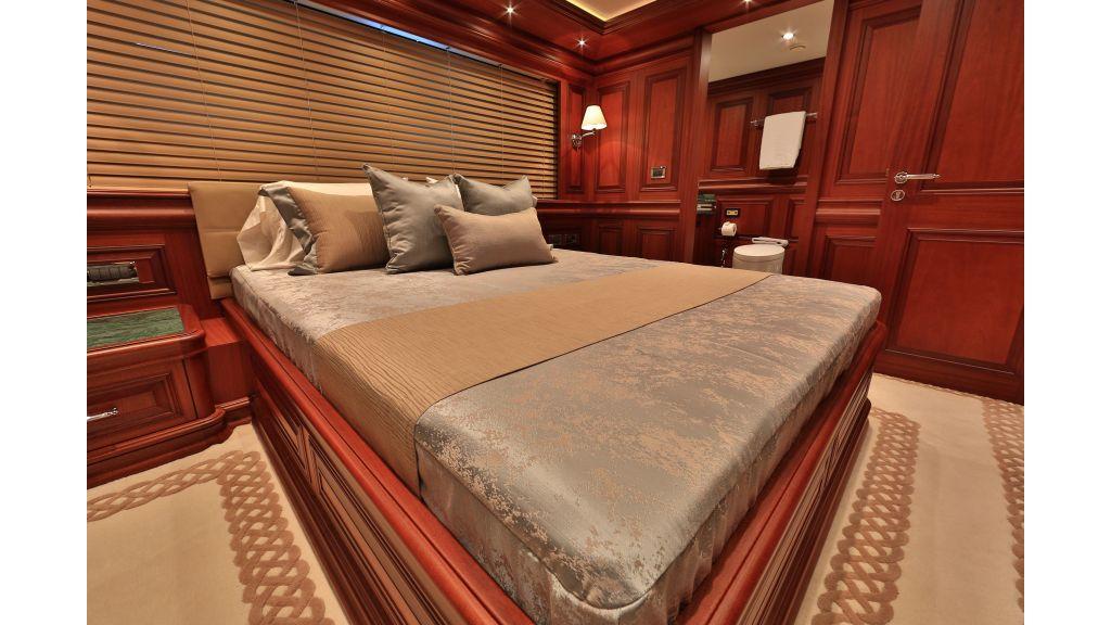 2012 Classic design motoryacht (102)