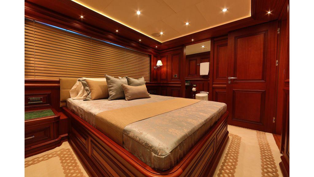 2012 Classic design motoryacht (103)