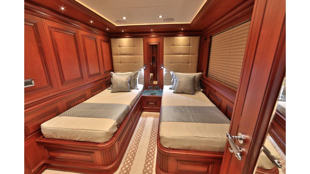 2012 Classic design motoryacht (106)