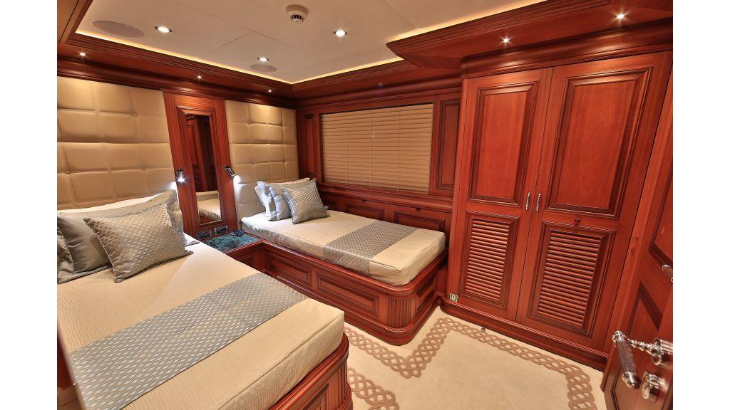 2012 Classic design motoryacht (108)