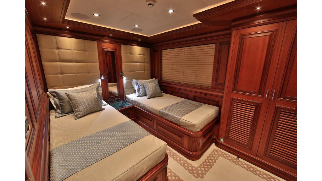 2012 Classic design motoryacht (109)