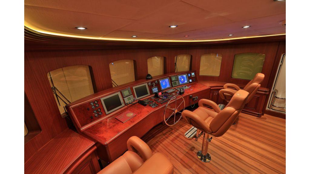 2012 Classic design motoryacht (117)