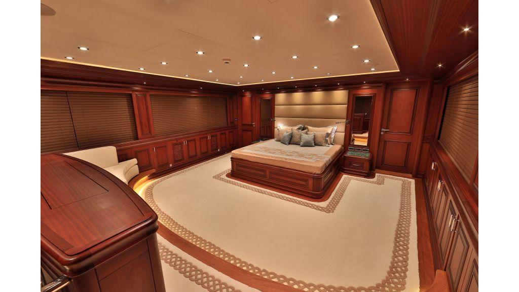 2012 Classic design motoryacht (120)