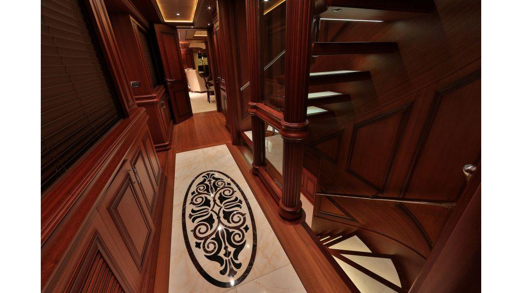 2012 Classic design motoryacht (126)