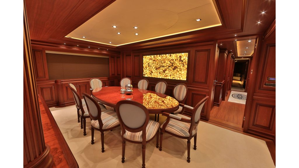 2012 Classic design motoryacht (133)