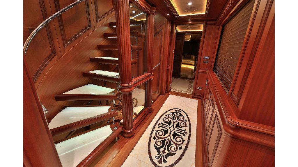 2012 Classic design motoryacht (137)