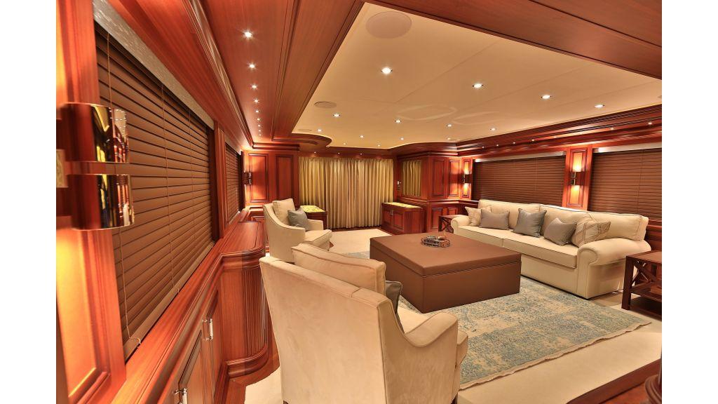 2012 Classic design motoryacht (141)