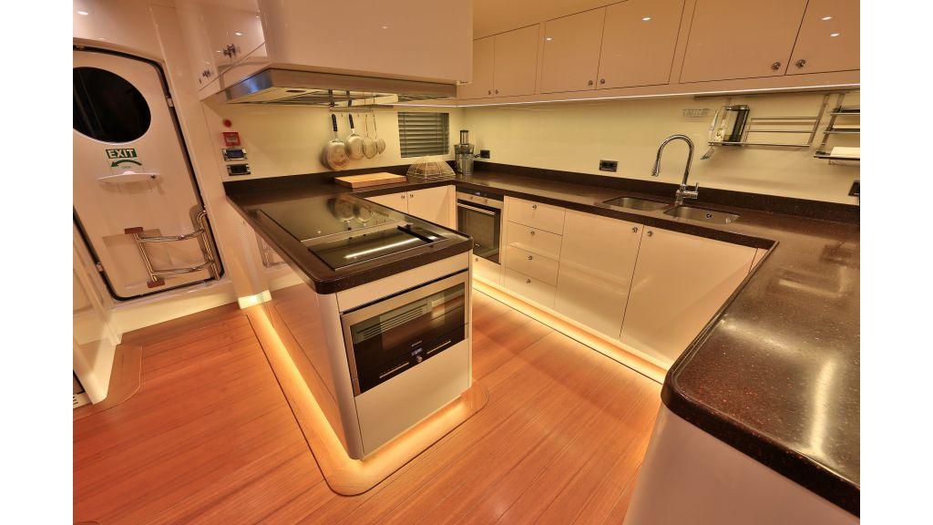 2012 Classic design motoryacht (143)