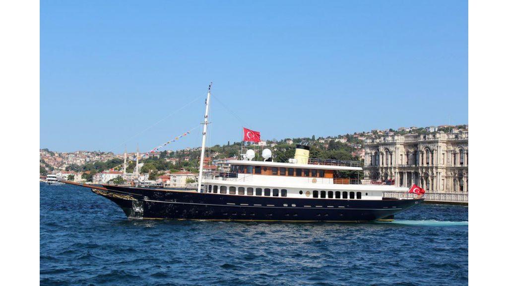 2012 Classic design motoryacht (151)