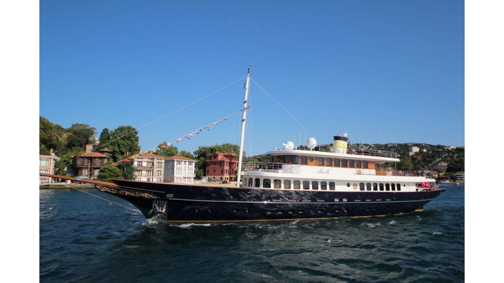 2012 Classic design motoryacht (153)