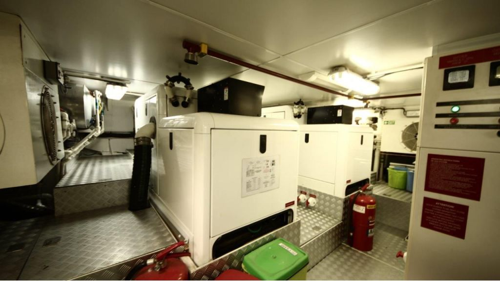 2012 Classic design motoryacht (157)