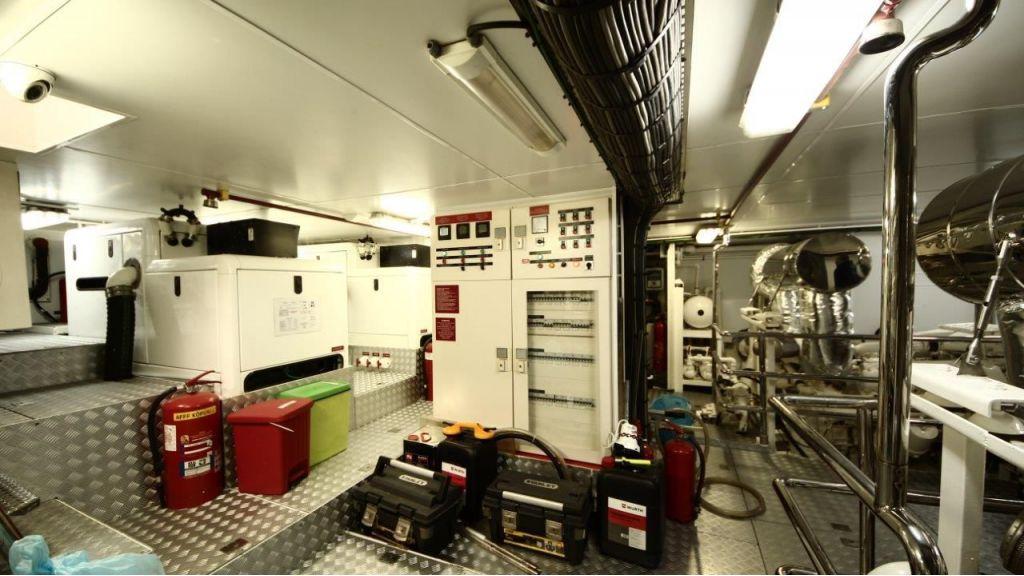 2012 Classic design motoryacht (158)