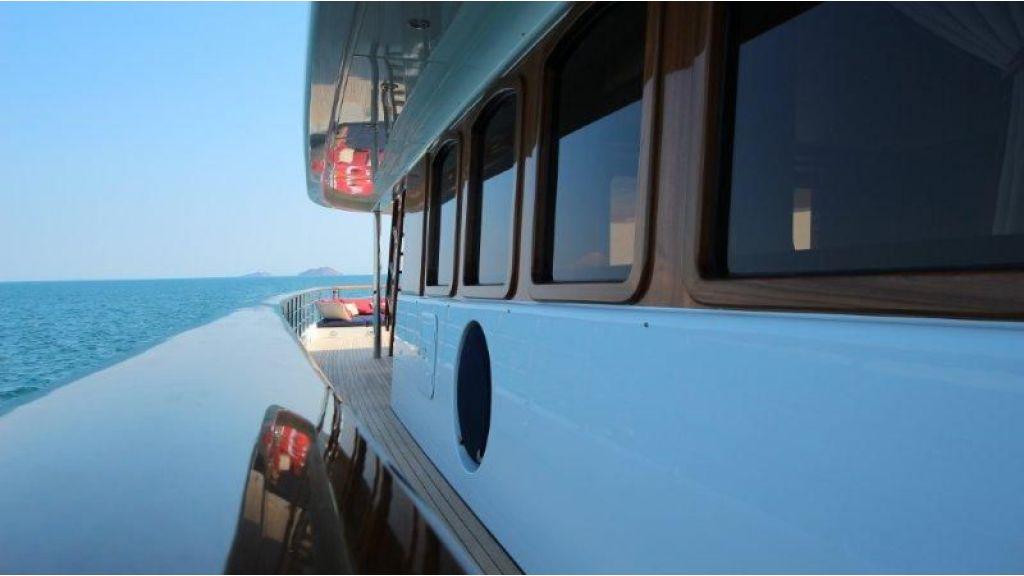 2012 Classic design motoryacht (163)