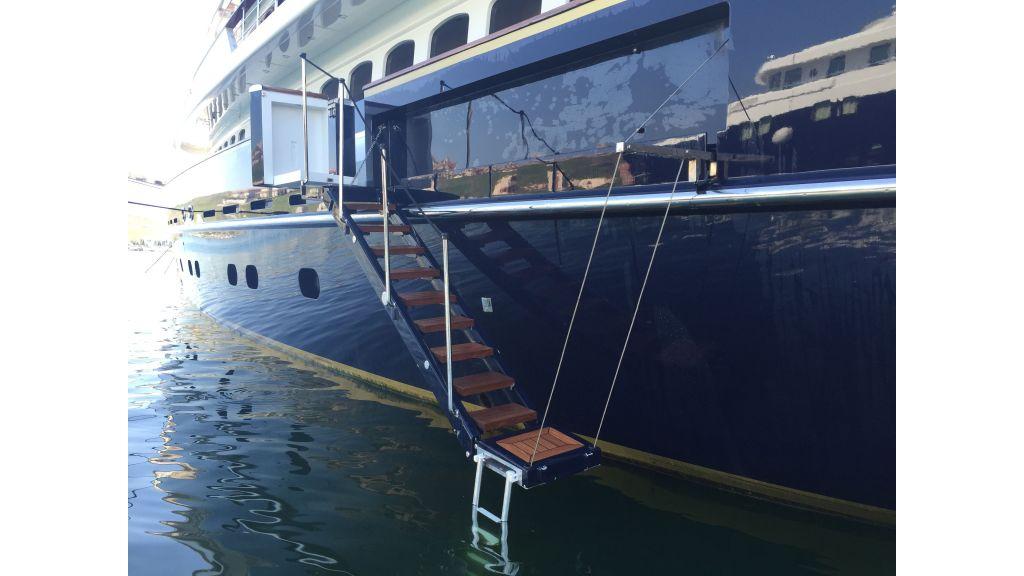 2012 Classic design motoryacht (76)