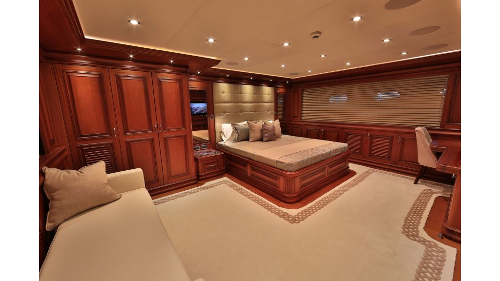 2012 Classic design motoryacht (82)