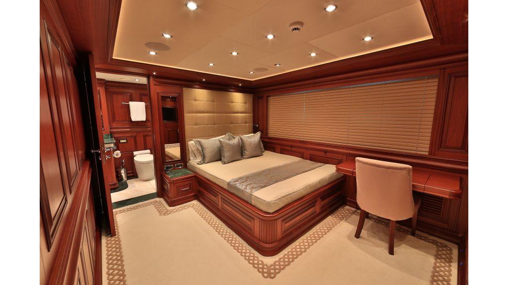 2012 Classic design motoryacht (89)