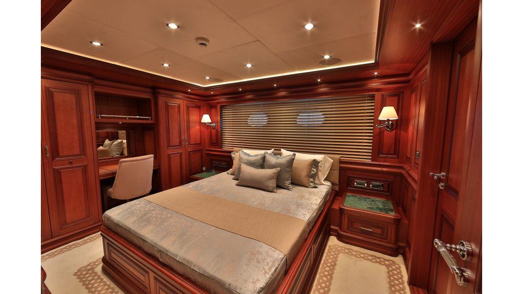 2012 Classic design motoryacht (98)