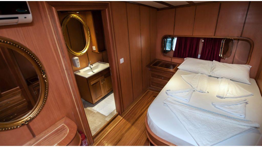 42 m schooner for sale (23)