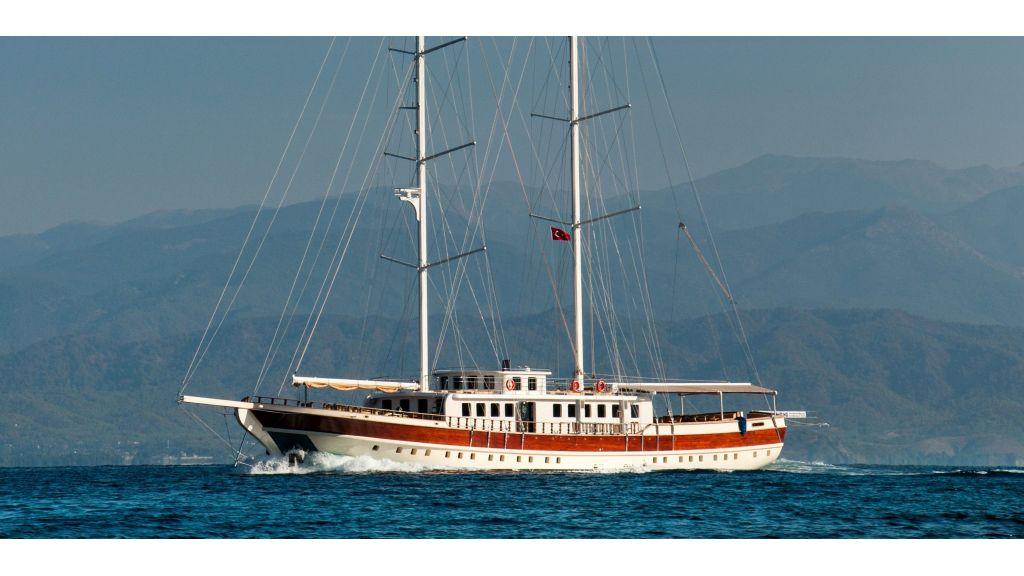 42 m schooner for sale (43)