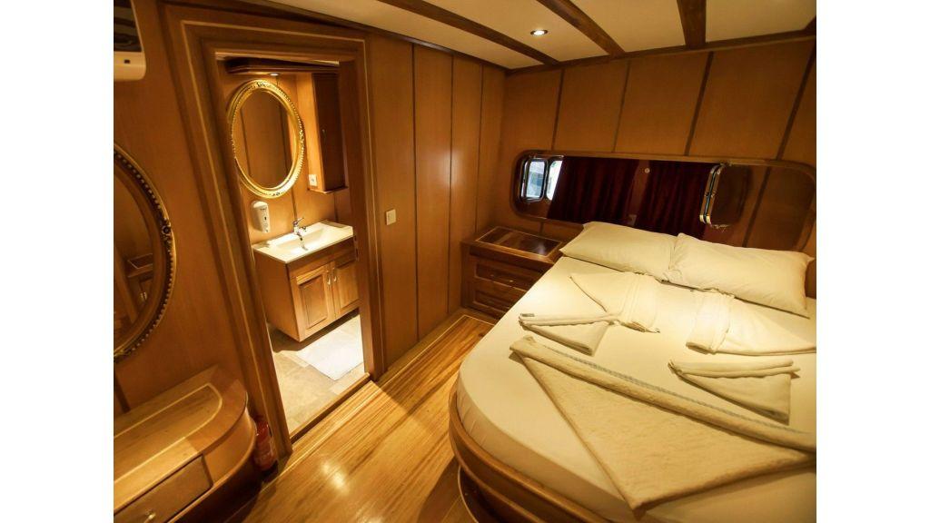 42 m schooner for sale (7)
